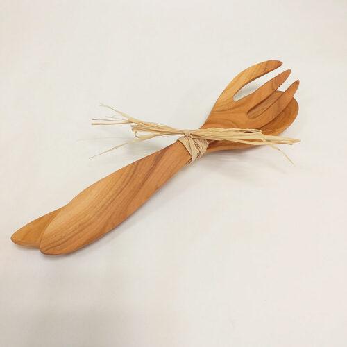 couvert à salade en bois de cerisier. Fabrication artisanale à la main, région Auvergne Rhône Alpes, Loire