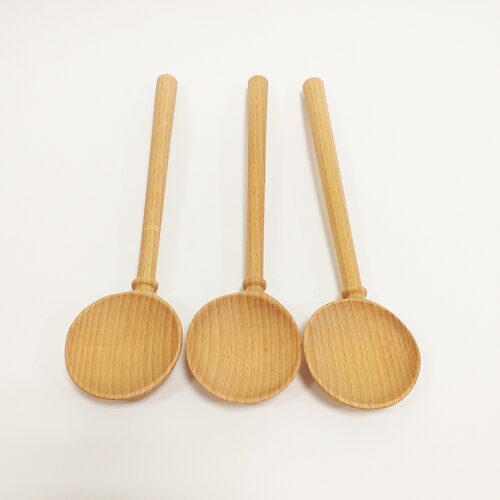 Cuillère désaxée en bois de hêtre. Fabrication artisanale à la main, région Auvergne Rhône Alpes, Loire