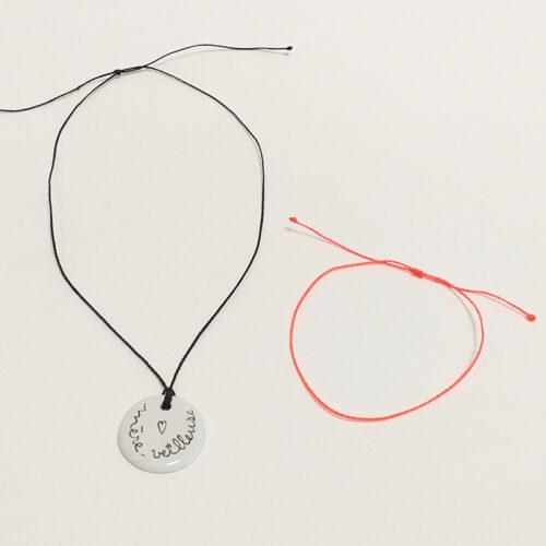 Pendentif en porcelaine, peint à la main. Forme ronde 3 cm, Mère veilleuse. Personnalisable sur mesure-Cordon pour bracelet