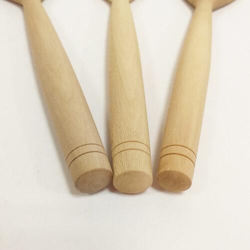 Spatule en bois de houx, petit modèle. Fabrication artisanale française. Détail des manches